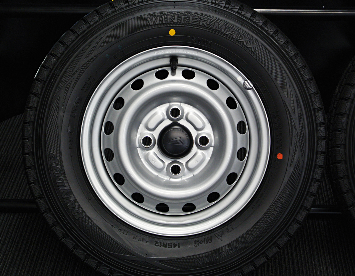 DAIHATSU ハイゼットカーゴ 純正 シルバー DUNLOP WINTER MAXX SV01 145R12LT 6PR 4本SET
