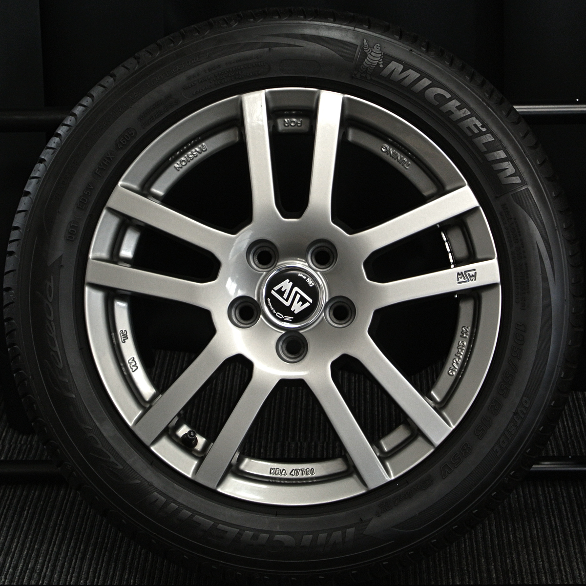MSW designed by OZ MSW-22 ガンメタ MICHELIN Pilot Preceda 195/55R15 4本SET