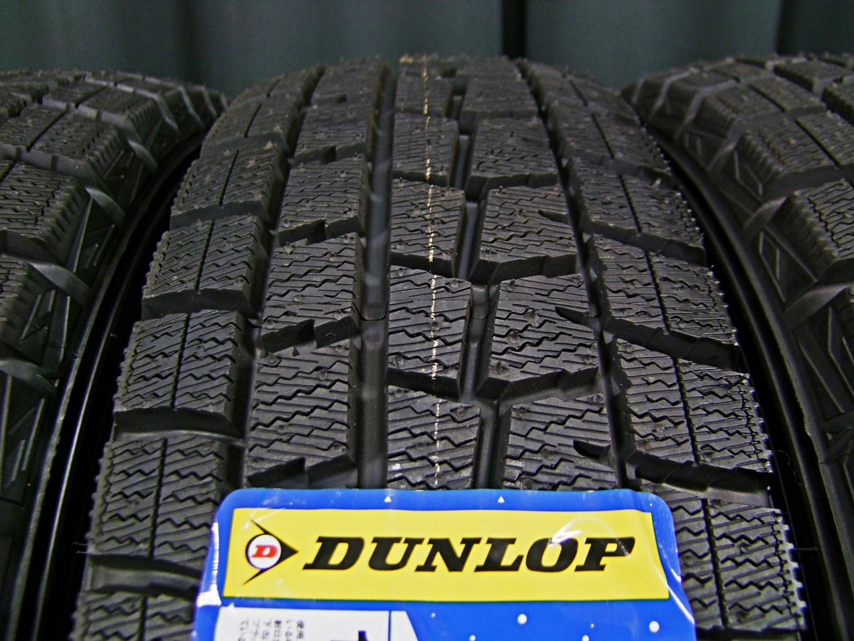 HOT STUFF Exceeder E02 ダークシルバー DUNLOP WINTER MAXX WM01 165/70R14 4本SET