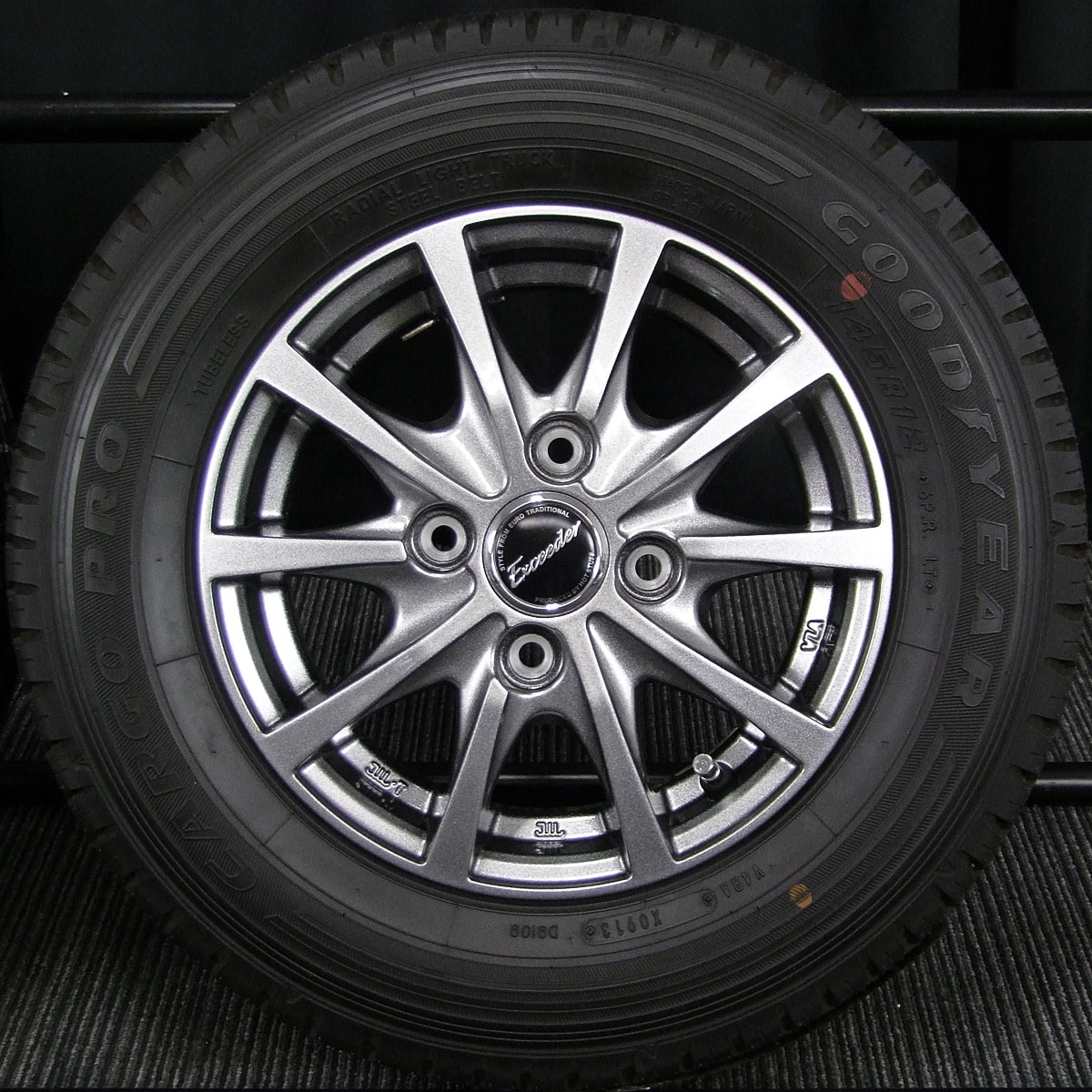 HOT STUFF Exceeder E03 ダークシルバー GOODYEAR CARGO PRO 145R12 6PR LT 4本SET