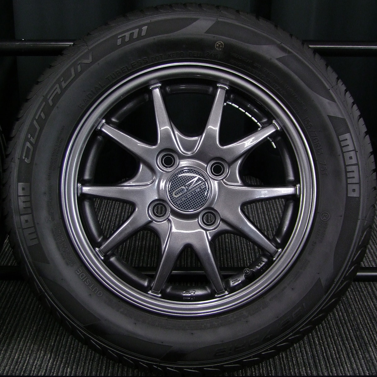 A-TECH SCHNEIDER CLICK PREMIUM LIGHT ガンメタ MOMO OUTRUN M-1 155/70R13 4本SET