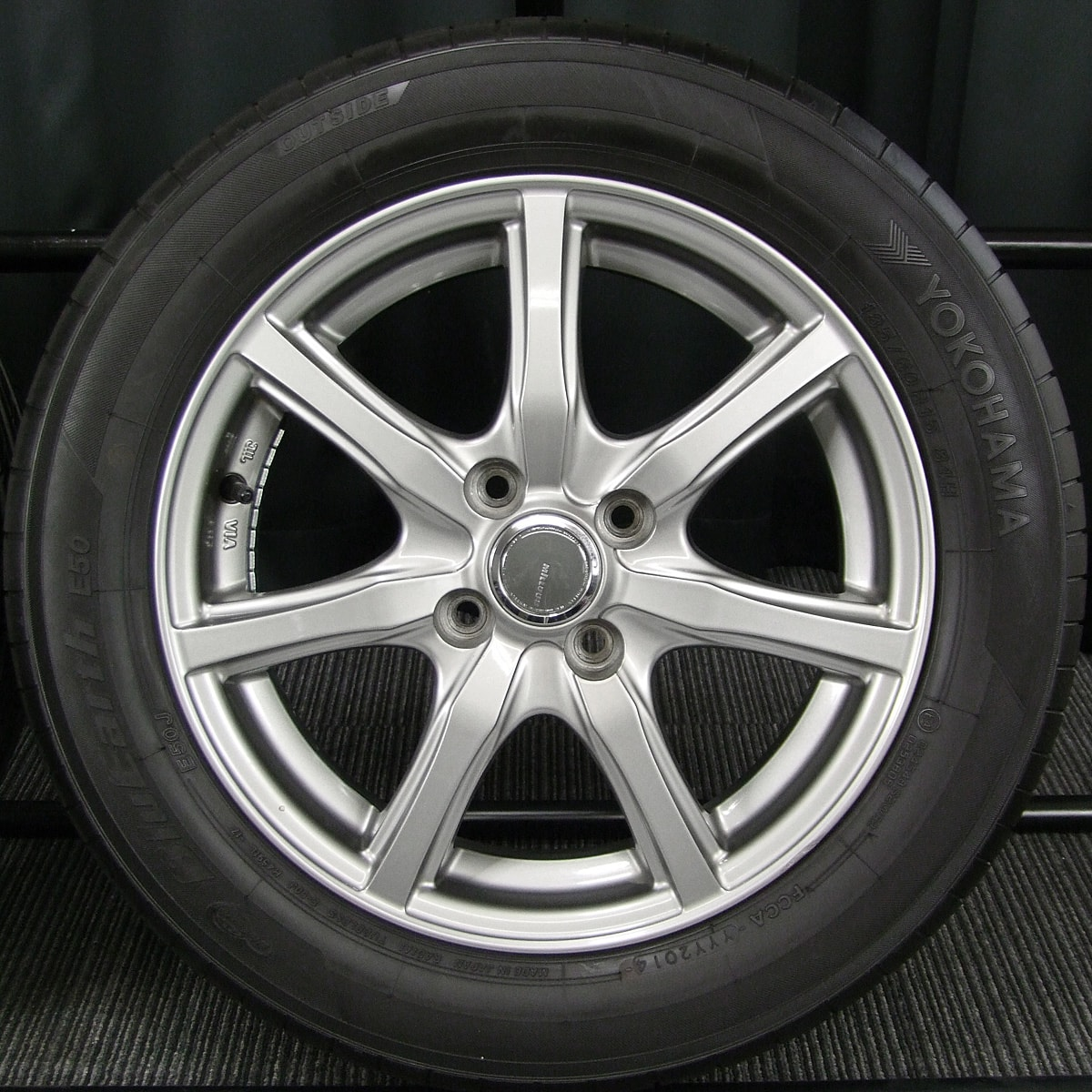 YOKOHAMA MILLOUS Ki ダークシルバー YOKOHAMA BluEarth E50 185/60R15 4本SET