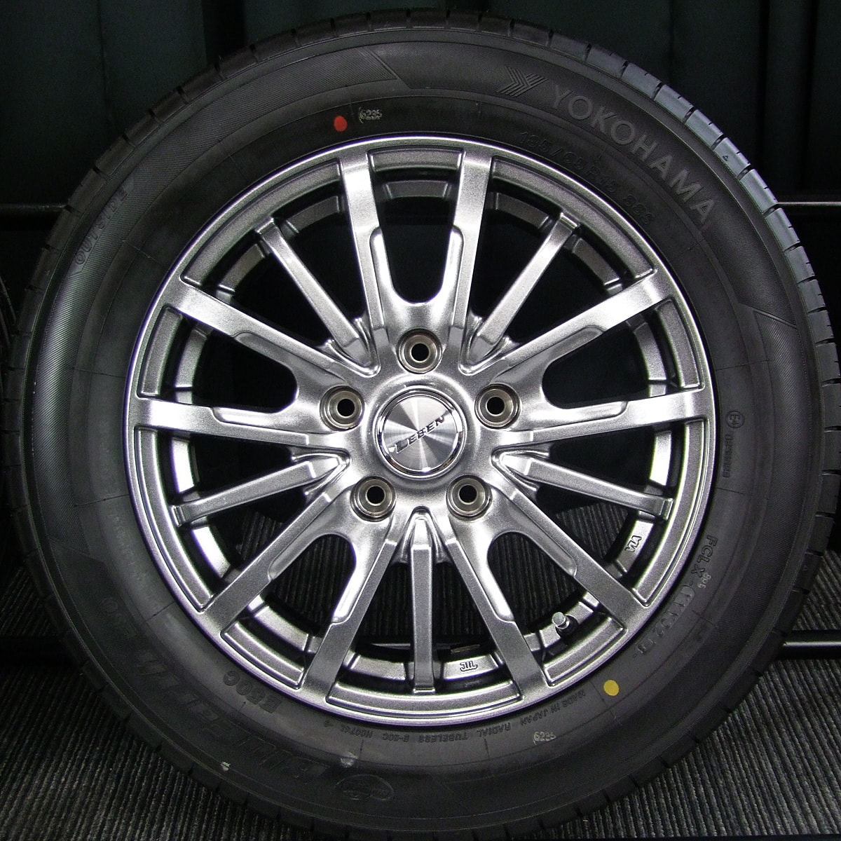 AUTOBACS LEBEN DS5 ハイグロス YOKOHAMA BluEarth E50 185/65R15 4本SET