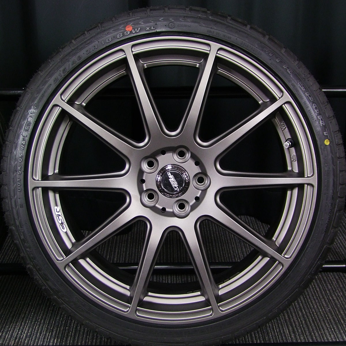 HOT STUFF CROSS SPEED PREMIUM-R マットガンメタ ATR SPORT 215/40ZR18 4本SET