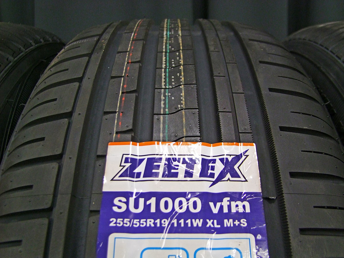DCENTI RSW20 マットブラック ZEETEX SU1000 vfm 255/55R19 4本SET