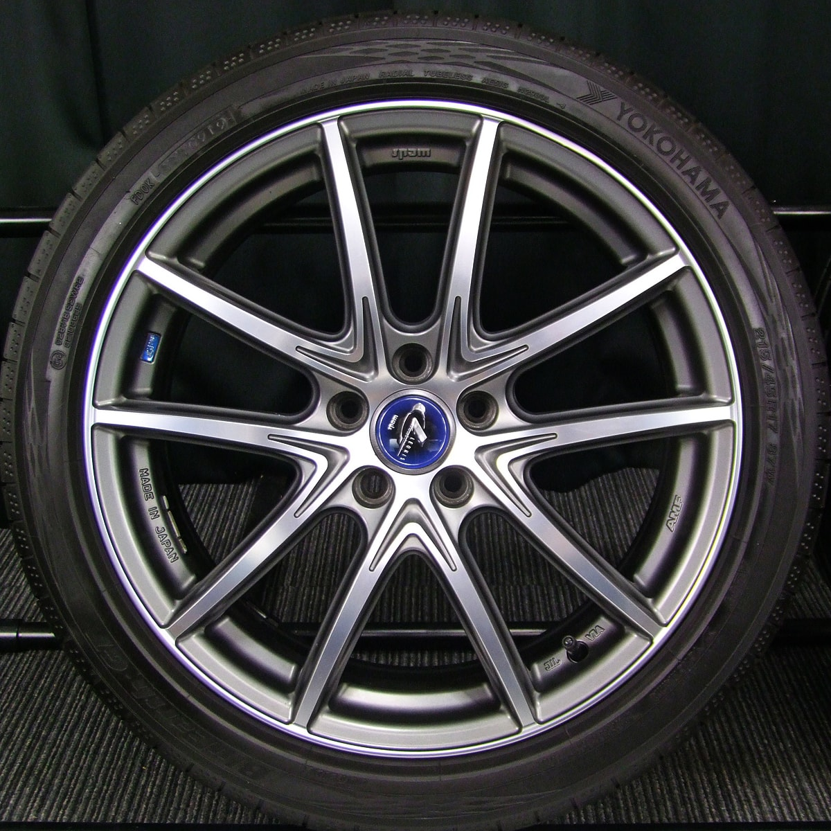 WEDS LEONIS NAVIA 01 マットガンメタ&マシニングカット YOKOHAMA BluEarth-GT AE51 215/45R17 4本SET
